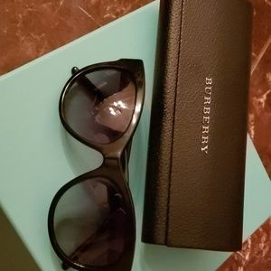 Burberry classic sun glasses with case